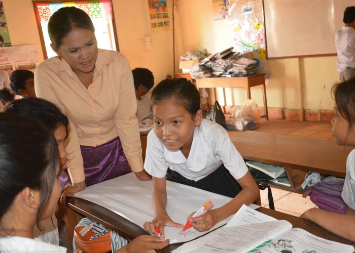 カンボジア_寺子屋(復学支援クラス)で学ぶ子どもたち