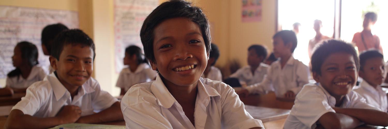リエンダイ村の寺子屋で学ぶ子ども