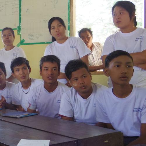 ネパール_寺子屋(小学校クラス)で学ぶイスラム教徒の子どもたち