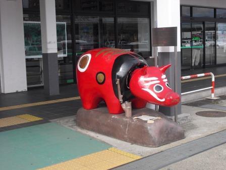 会津若松駅前の赤べこ(伝統工芸)